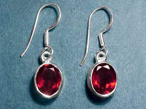 Large Image of almj170_red-garnet-earrings