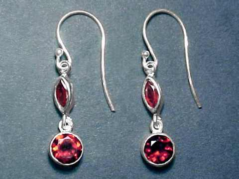 Large Image of almj182_red-garnet-earrings