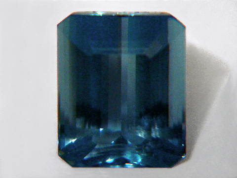 Large Image of aqug247_aquamarine-gemstone