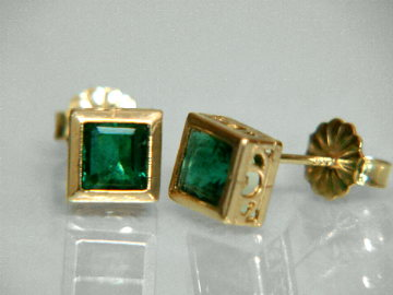 Large Image of emej178_emerald-earrings