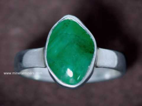 Large Image of emej232_emerald-ring