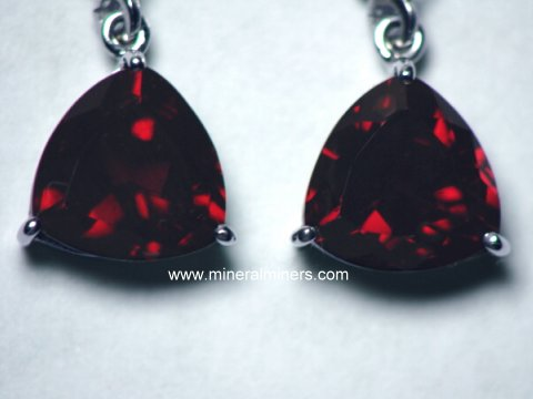 Large Image of mozj128-red-garnet-earrings