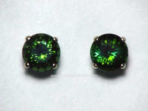 Large Image of tgrj378_green-tourmaline-earrings